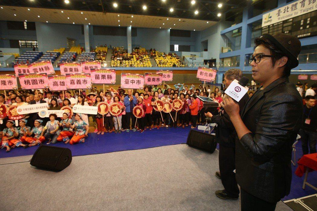 陳子強出席「銀領飛揚嘉年華」系列活動,推動老人福利。記者蘇健忠/攝影