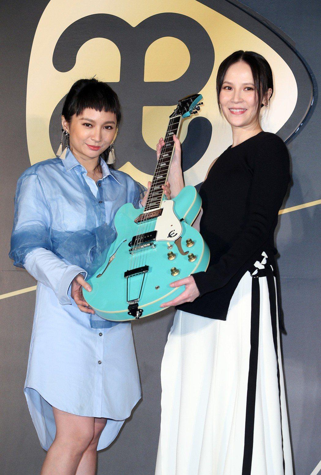 Faye詹雯婷出席加盟亞神音樂全亞洲簽約記者會,特別來賓楊乃文。記者曾吉松/攝影