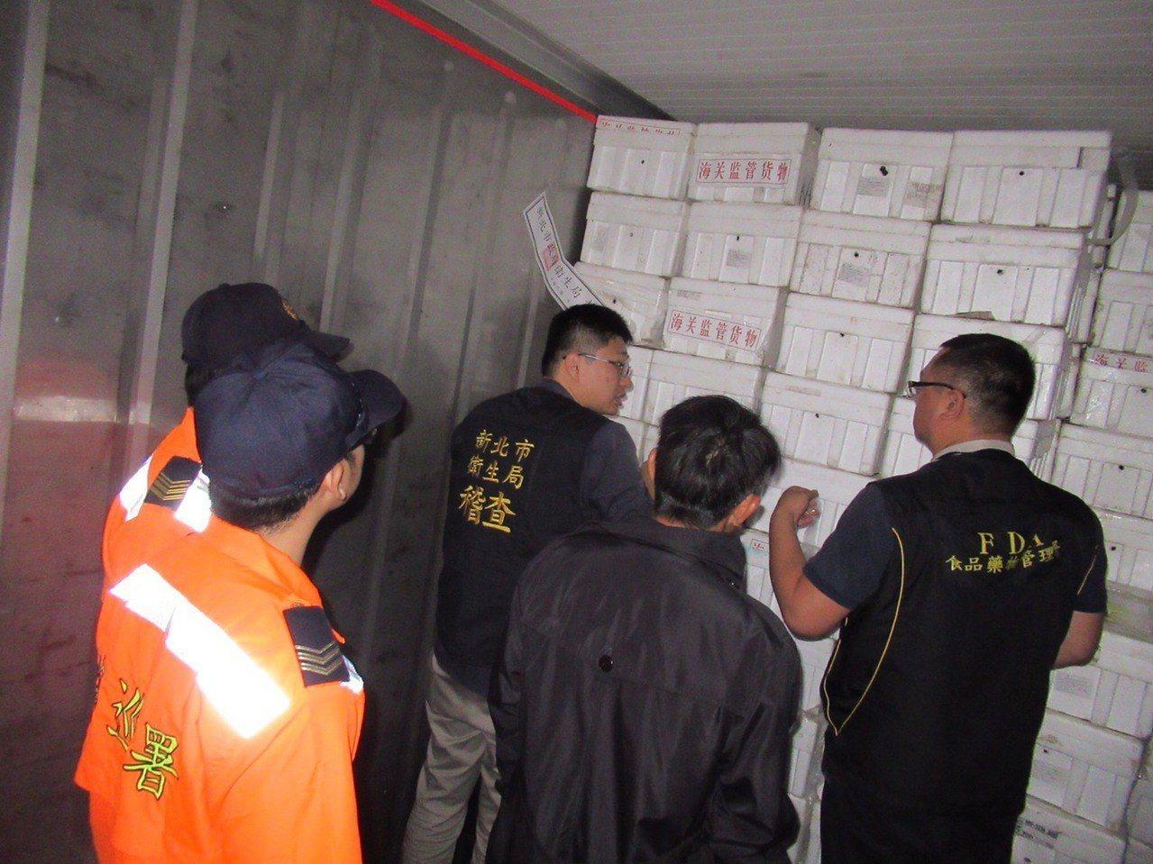 食藥署於邊境發現有大閘蟹進口業者具結放行後,未檢驗竟私下販售,含戴奧辛大閘蟹已流...