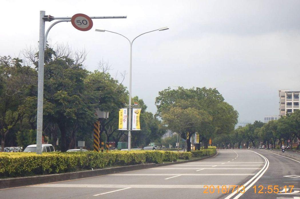 台中市西屯區台灣大道二〇八八號往市區方向,鄰近東海大學的測速照相桿是台中市今年迄...