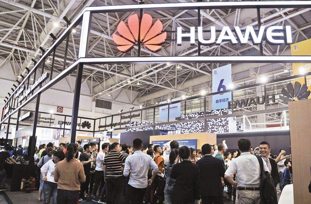 華為消費者業務CEO余承東接受CNBC採訪時表示,到2020年,華為將可能成為全...