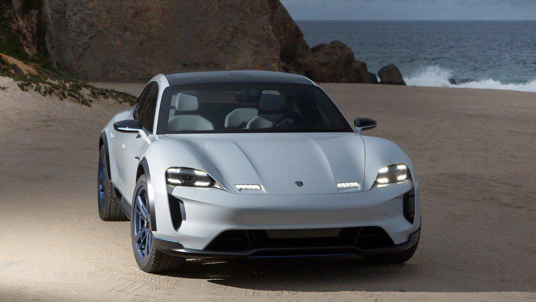 除Taycan外,Porsche Mission E Cross Turismo在量產後,也將成為品牌的第二款純電動車。 摘自Porsche