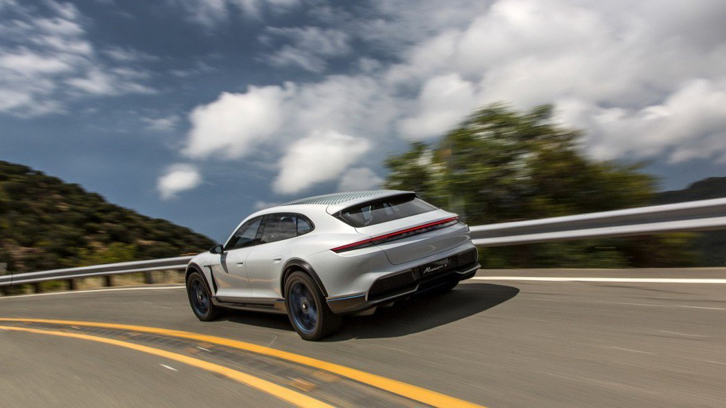Porsche Mission E Cross Turismo日前確定將步入生產...