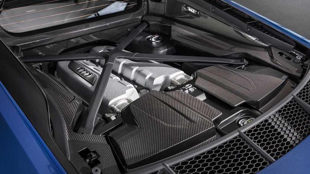 5.2升V10自然進氣引擎620匹動力依舊猛爆。 摘自Audi