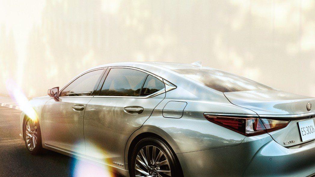 全新日規Lexus ES300h。 摘自Lexus Japan