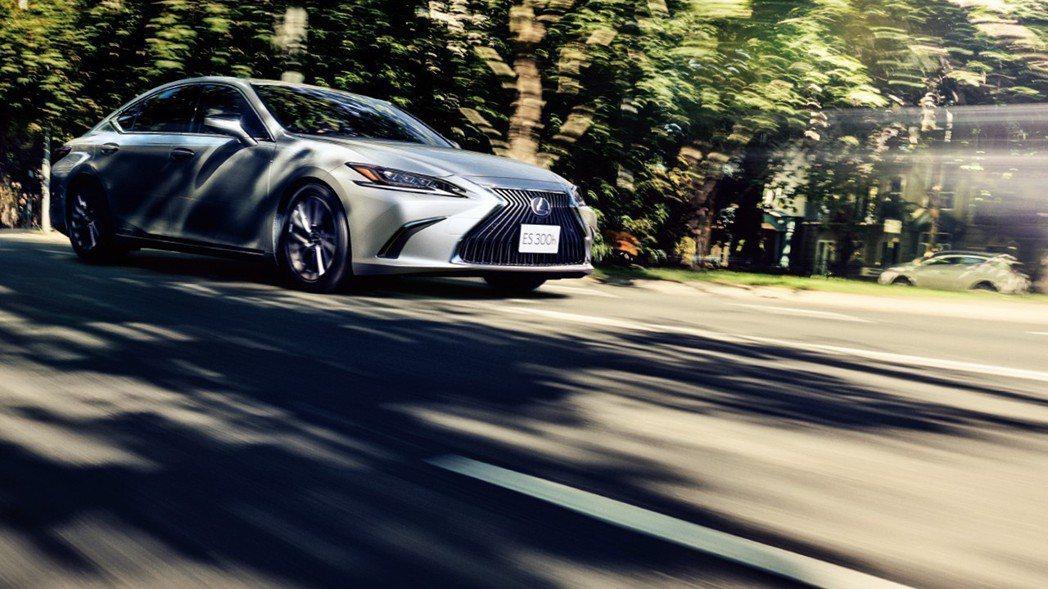 全新日規Lexus ES300h擁有綜效馬力215hp。 摘自Lexus Jap...