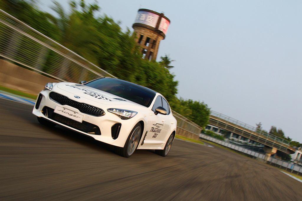 Kia汽車總代理台灣森那美起亞加碼推出首批限量10部的3.3 GT AWD早鳥優惠,僅199.9萬就能入手最頂級車型。 記者張振群/攝影