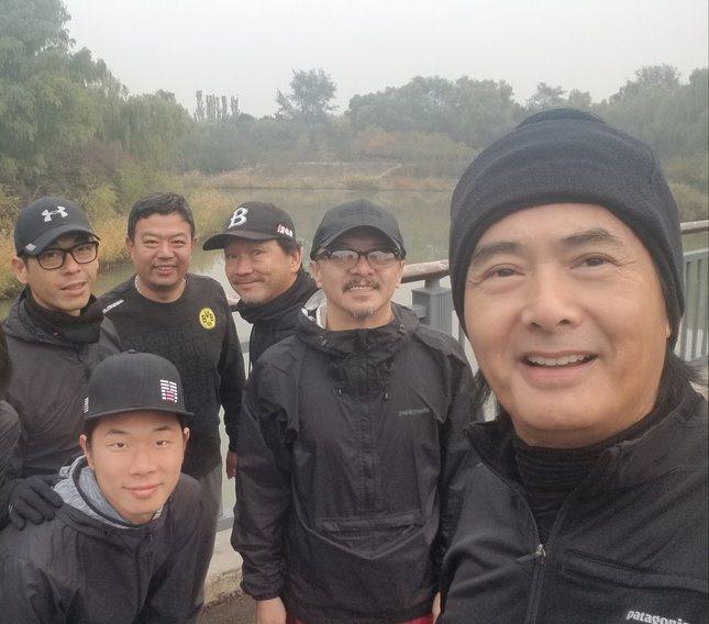 周潤發到了北京仍然召集大家一起跑步。圖/双喜提供