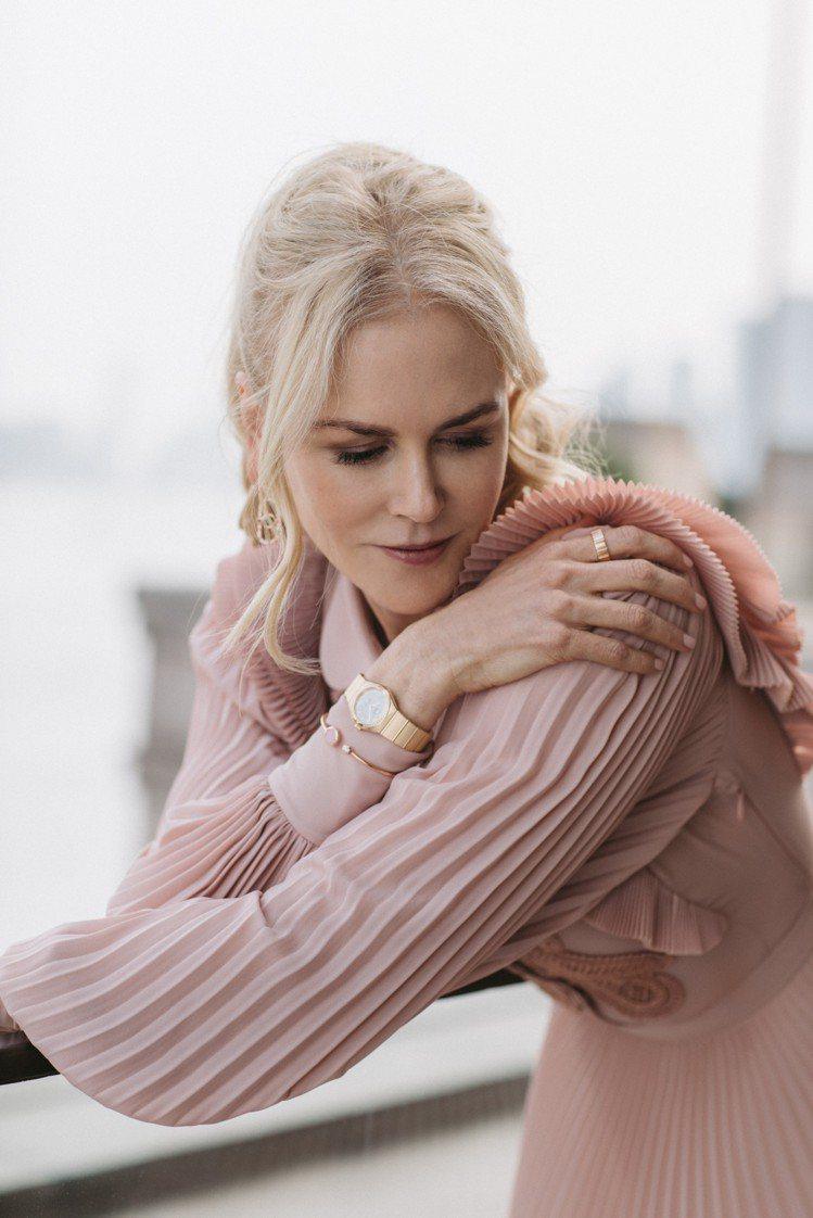 影后妮可基嫚演繹出歐米茄新款星座系列曼哈頓腕表的優雅女性魅力。圖/OMEGA提供