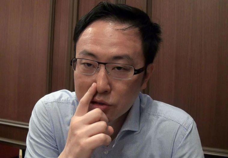黃耀璋醫師(見圖)表示,挖鼻孔前最好先把手洗淨,挖的時候朝鼻翼方向較安全。記者王...