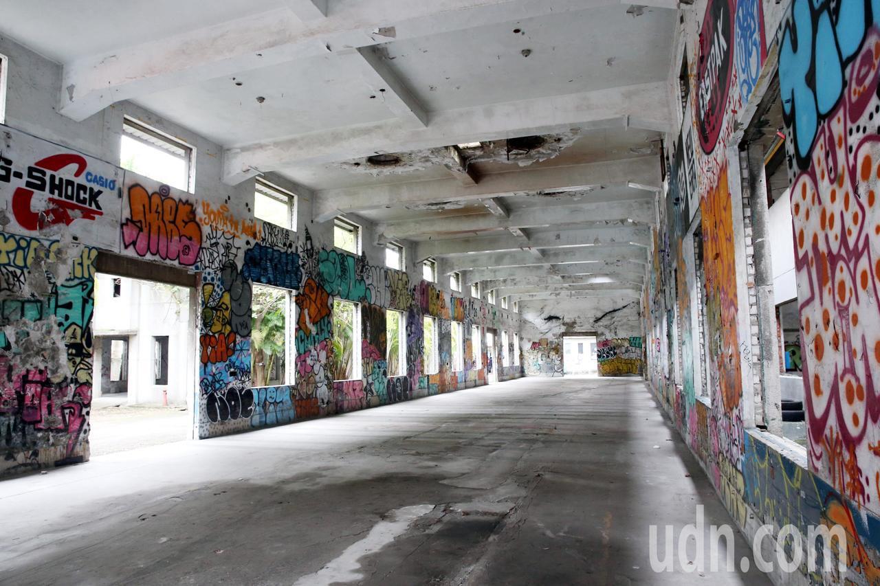 「南港瓶蓋工廠歷史建築及保留建物整修工程」上午舉行開工典禮 ,藉由緊鄰南港車站及...