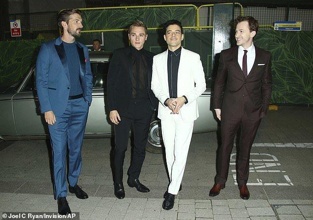 「波希米亞狂想曲」扮演「皇后」合唱團的男星們出席英國首映會,約瑟夫馬札羅(右一)...