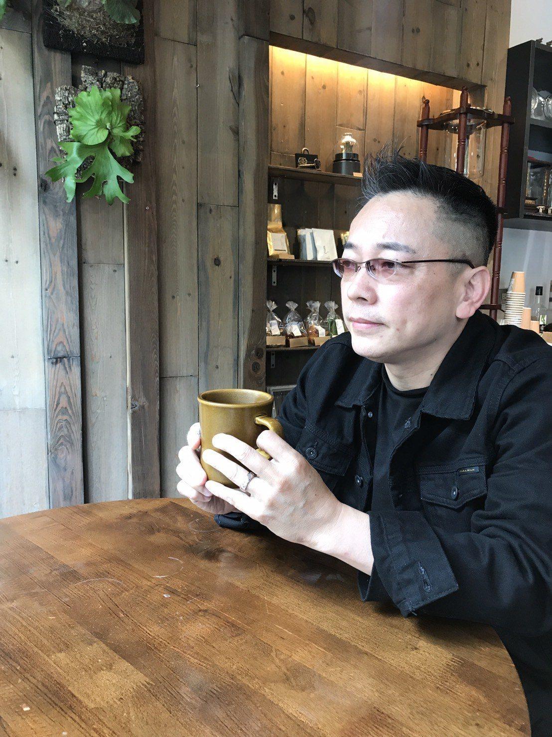 詹惟中吃了3個月的素食,他說進過50歲身上一堆病痛。記者葉君遠/攝影