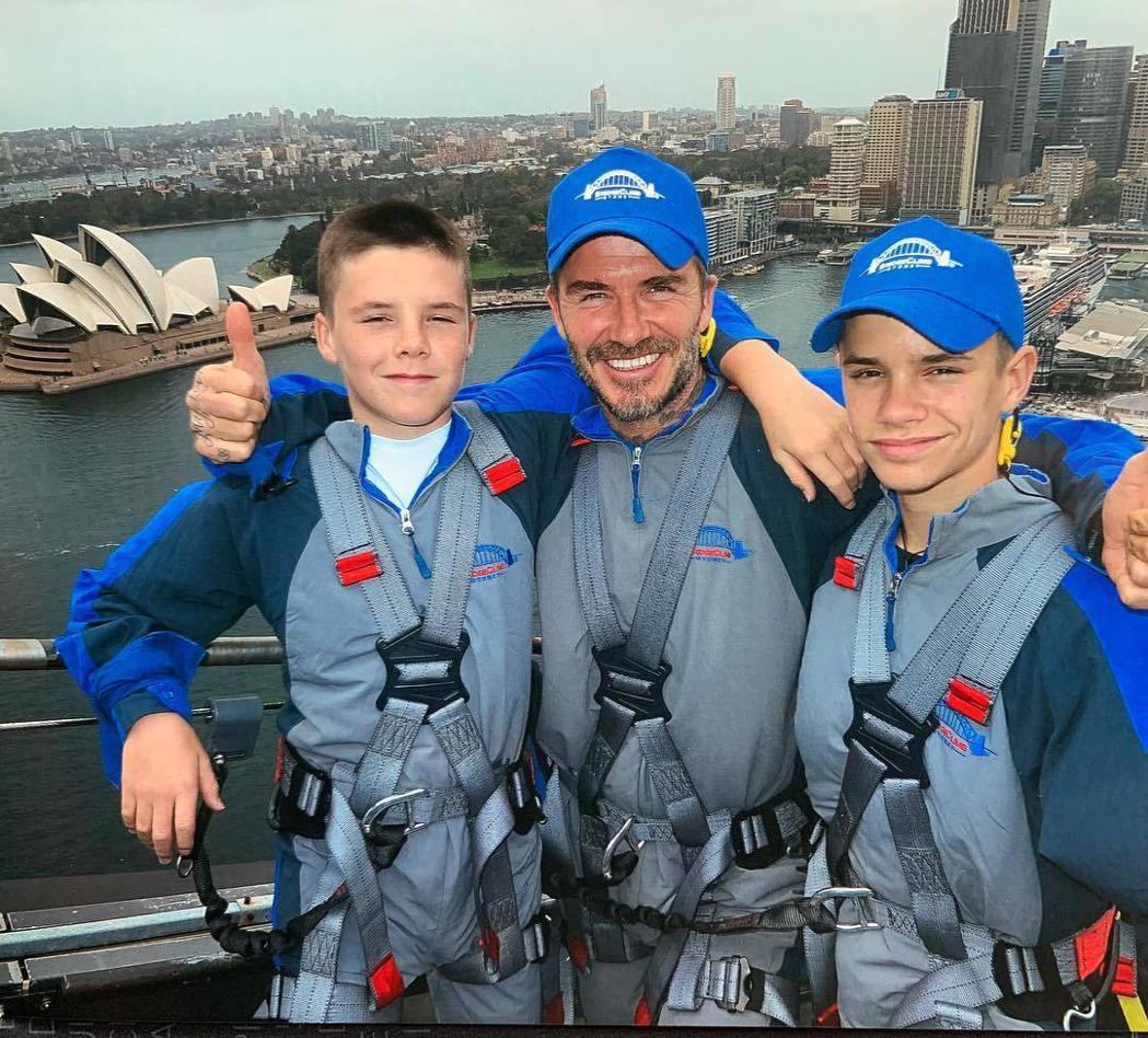 大衛貝克漢帶著兩個兒子一起爬雪梨大橋。圖/摘自Instagram