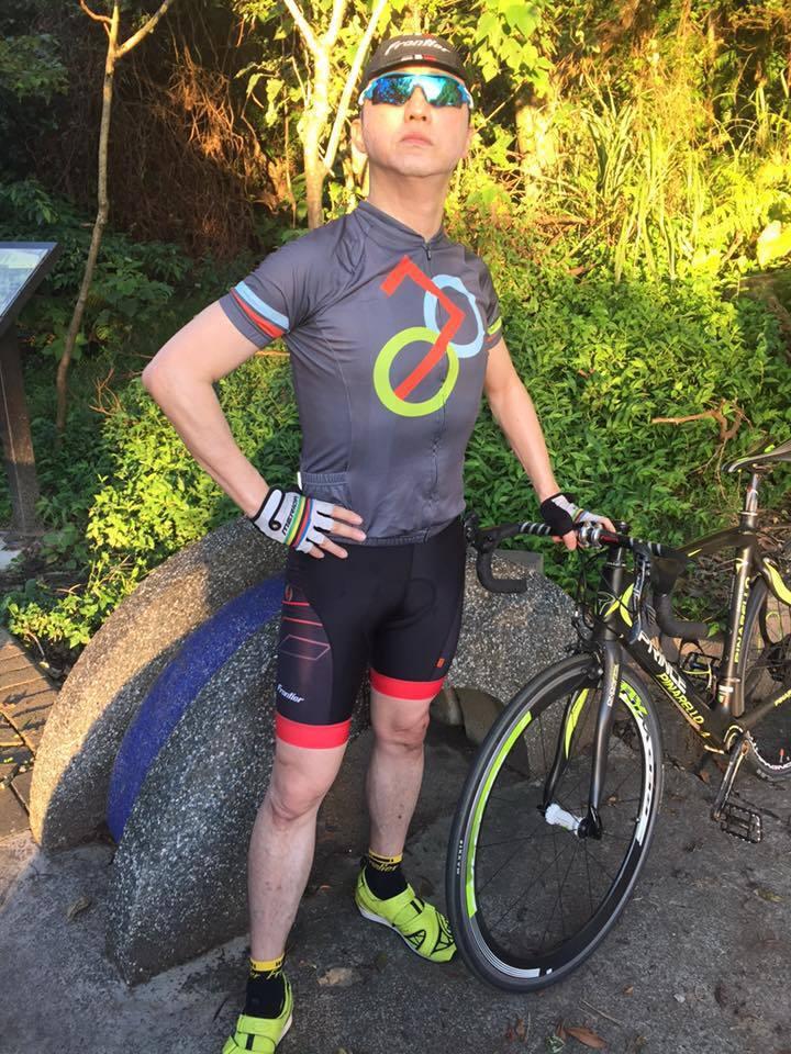 57歲的哈林私下瘋單車,曾參加過鐵人三項。圖/摘自臉書