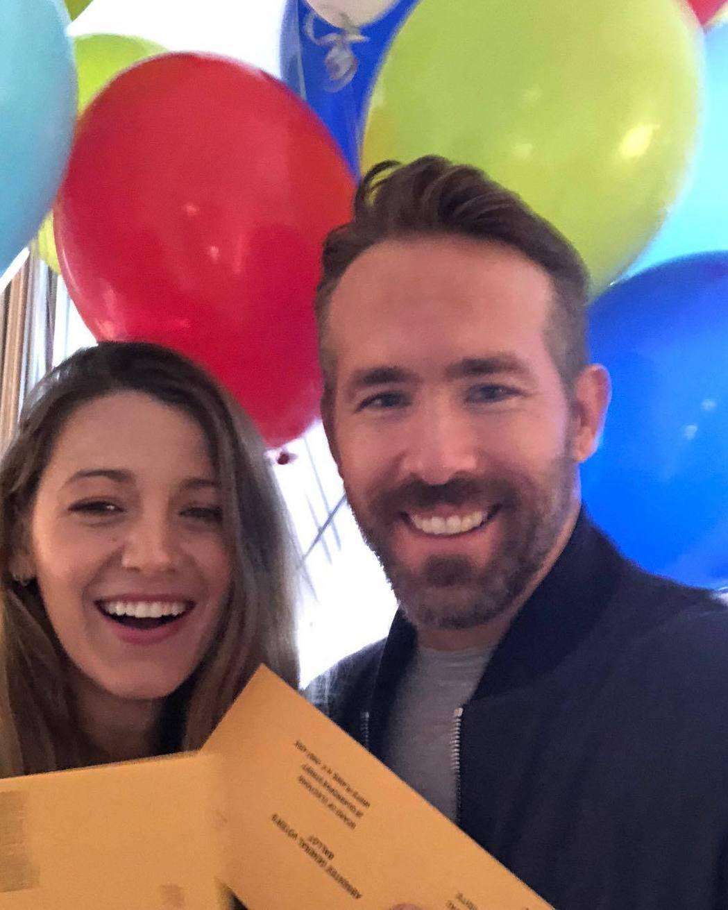 萊恩雷諾斯與妻子布蕾克萊佛莉慶生不忘提醒美國民眾11月中旬要投票。圖/摘自Ins