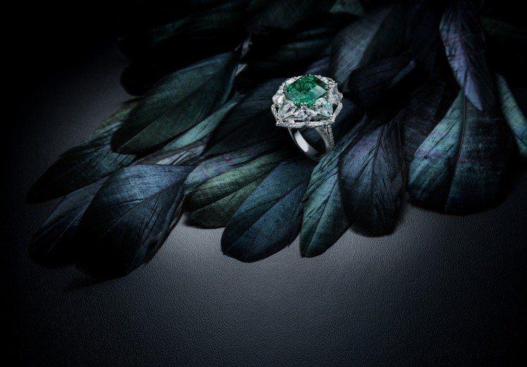 最襯亞洲人膚色的祖母綠,在本次展覽中也主打在國際拍賣會中較少見到、淨度極高的哥倫...