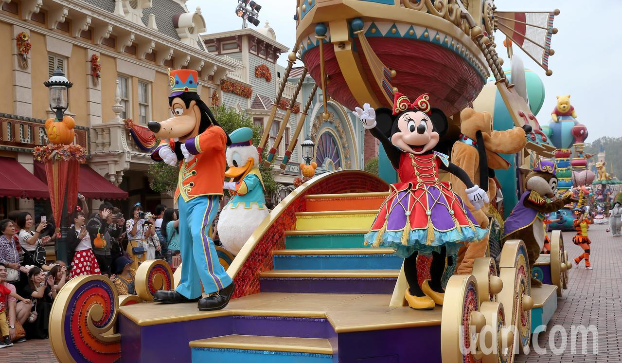 每賣一張迪士尼門票就賠460元,女子卻因此搏得買家信任不法取得3000多萬元的現...