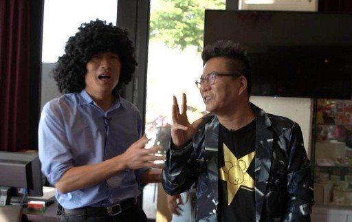 韓國瑜與搞笑藝人沈玉琳(右)合拍影片,「笑」果十足。  圖/翻攝自網路