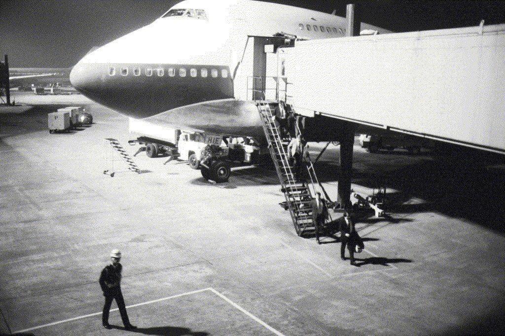 1985年1月,美方三名調查人員22日抵台,處理劉宜良命案(江南案)。 圖/聯合...