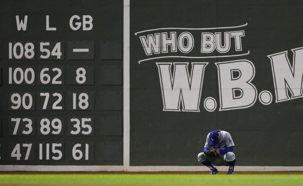 道奇隊作客波士頓芬威球場,天氣冷到不行,教頭表示這是紅襪另類的主場優勢。 美聯社