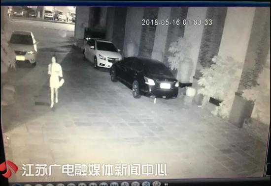 女友發來短信「寶寶我想你」,男友一看竟馬上報警。圖/擷自江蘇新聞