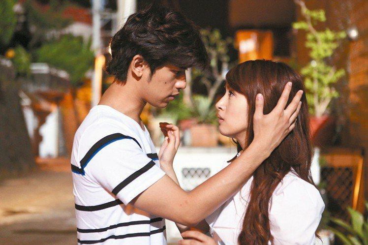 由陳柏霖、林依晨主演的《我可能不會愛你》,是台灣偶像劇的經典作之一。圖/八大提供