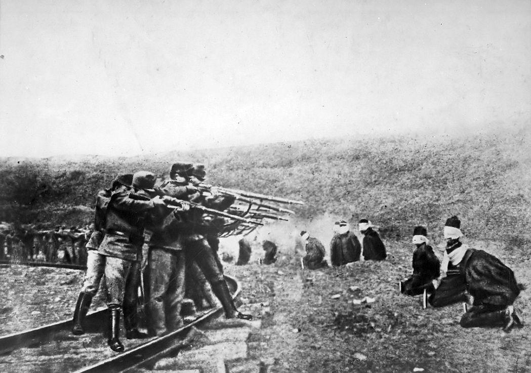 奧匈帝國為了掩飾其軍事上的無能,在塞爾維亞、波士尼亞、加利西亞等地「關門打小孩」...