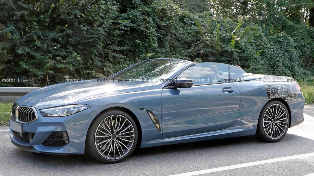 全新BMW 8 Series Convertible無偽裝測試車。 摘自Moto...