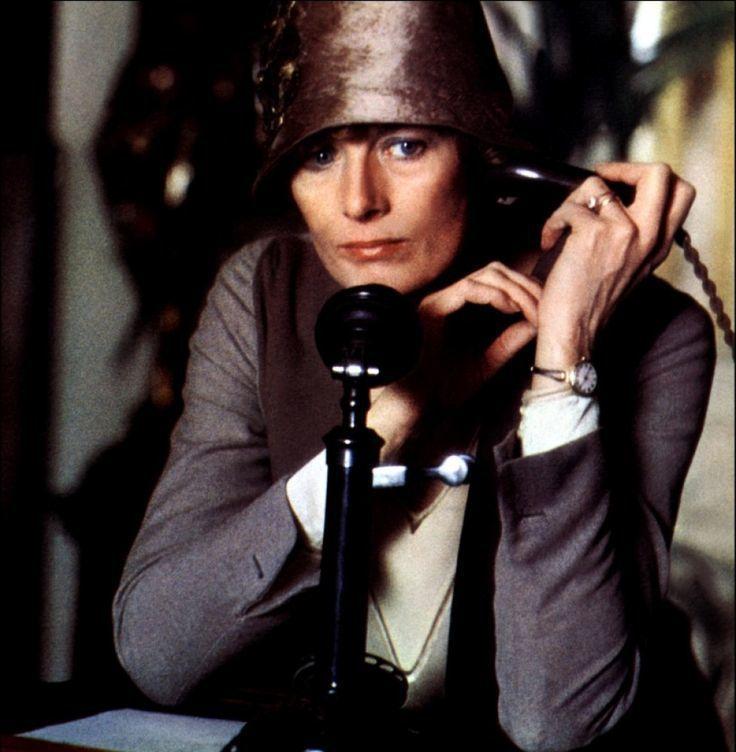 英國影后凡妮莎蕾格瑞芙扮演偵探小說女王克莉絲蒂。圖/摘自imdb