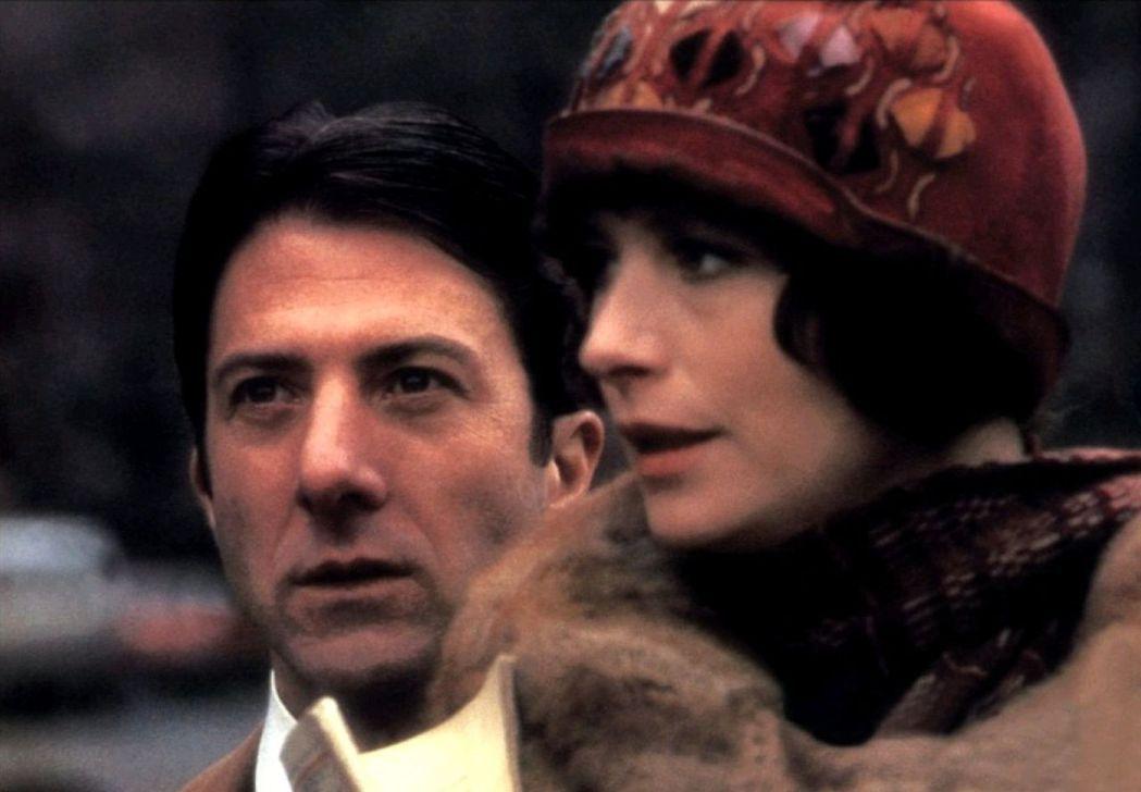 「難補情天恨」將偵探小說女王離奇失蹤事件搬上大銀幕。圖/摘自imdb