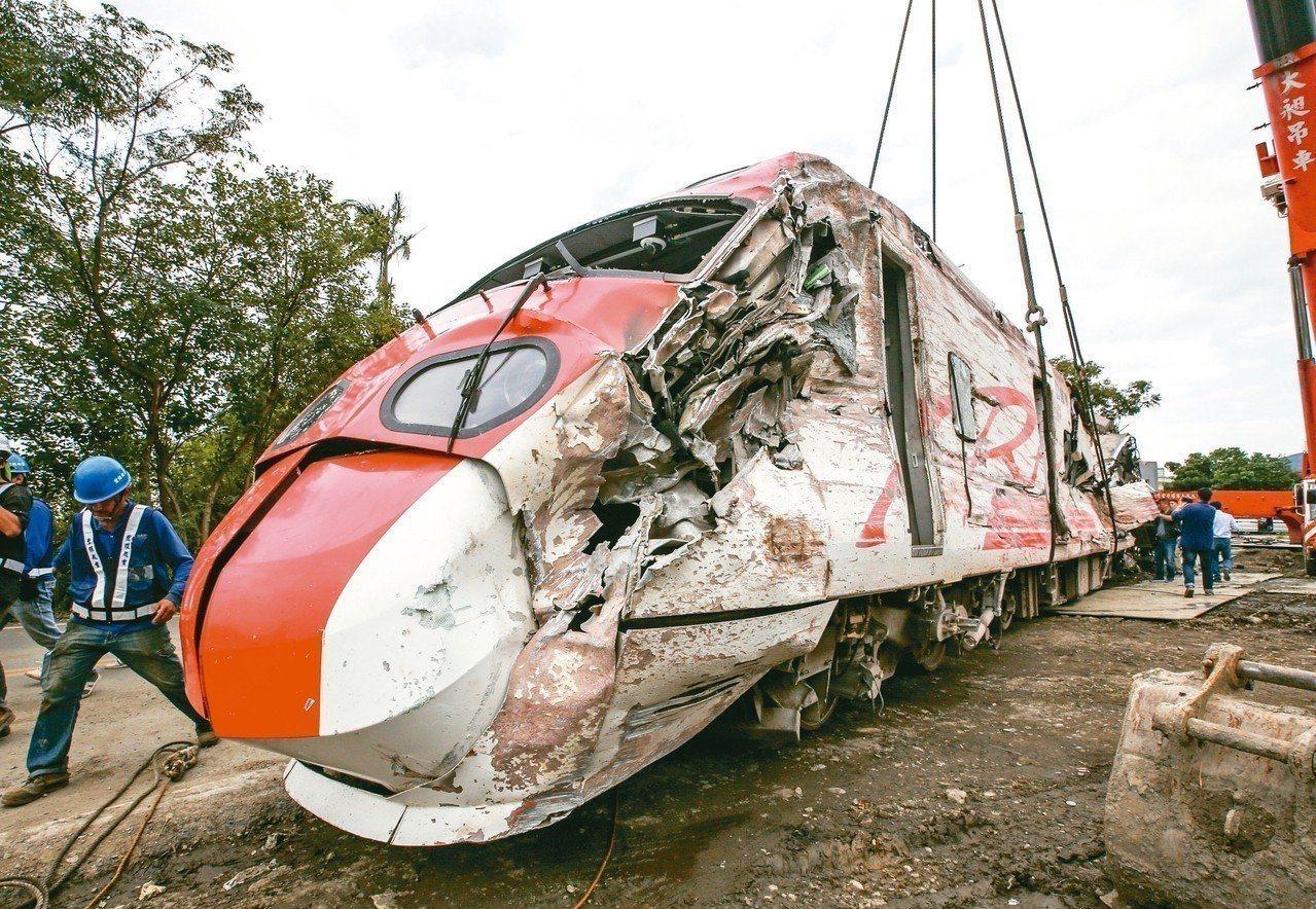 普悠瑪列車造成死傷慘重的第八車,面目全非。 記者鄭超文/攝影