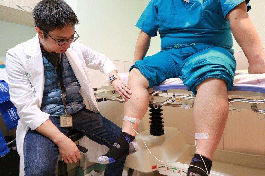 亞洲大學附屬醫院心臟血管外科主任劉殷佐說,患者原本患有心血管疾病,加上工作需長期...