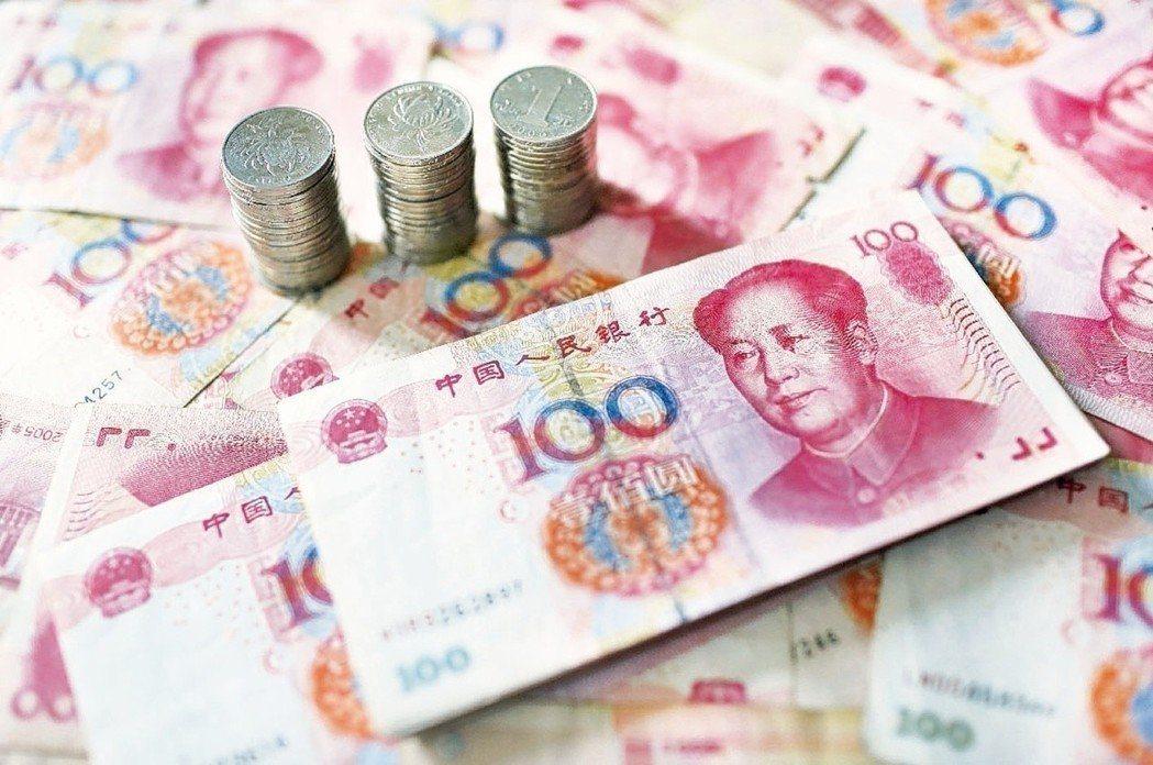 人民幣對美元中間價今天下調52點,報6.9409,創近兩年來首次跌破6.94。(...