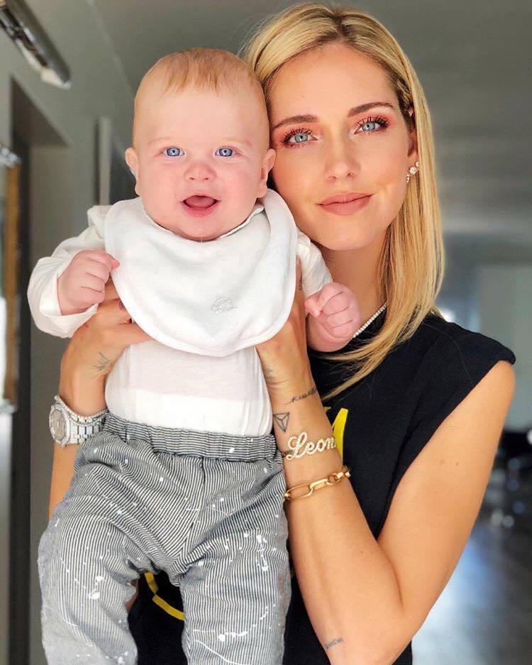最具影響力時尚部落客 Chiara Ferragni經常曬嬰,手上的鑽表也成焦點...
