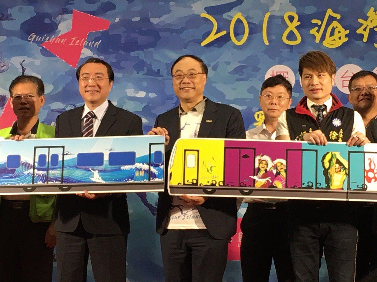 台鐵局長鹿潔身請辭獲准,周永暉(左三)是黑馬。 記者楊文琪/攝影