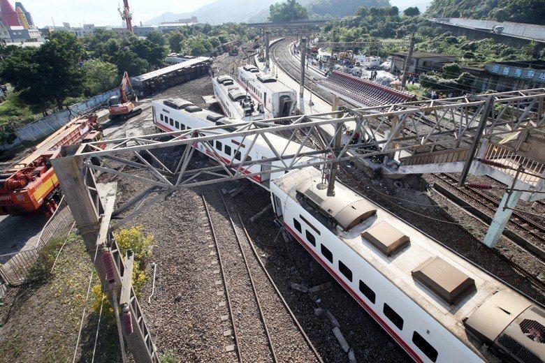 台鐵普悠瑪翻覆事故重大意外,台鐵旅客運送責任險損失率飆逾500%。台鐵旅客運送責...