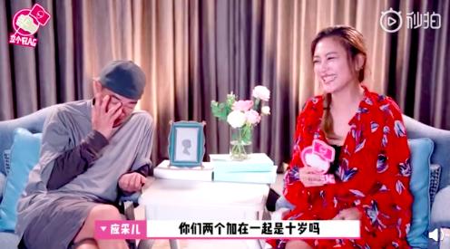 陳小春遭兒子嫌棄鬧彆扭,被應采兒吐槽「兩個人加起來只有十歲」。圖/摘自微博