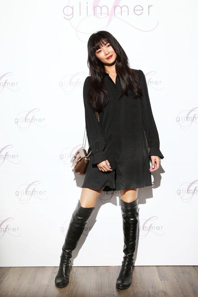金禧詮釋Tara Jarmon小圓布紋洋裝25,800元、Craie金屬迷你學院...