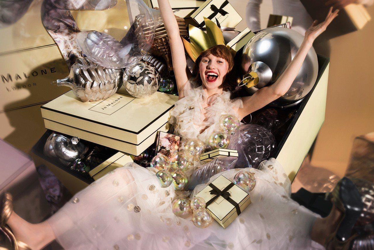 Jo Malone以「耶誕霓彩狂歡」為題,推出耶誕倒數日曆等15款禮盒及經典商品...