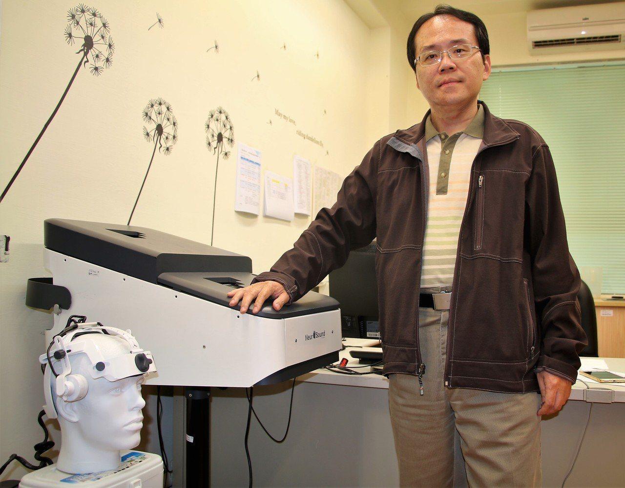 楊逢羿團隊研發的穿顱超音波刺激技術是全球首創。 圖/陽明大學提供