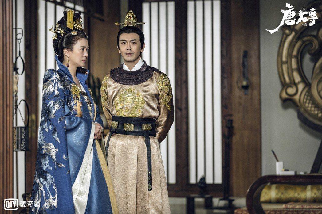 袁詠儀(左)與張智堯詮釋帝后。圖/愛奇藝台灣站提供