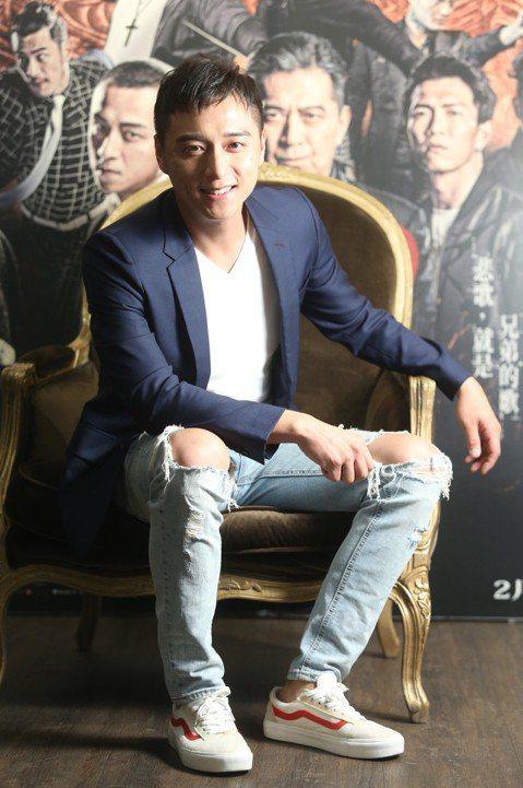 「台灣最有荷爾蒙的男星」鄭人碩,今年以「角頭2:王者再起」入圍金馬獎最佳男配角,證明了自己的演技實力和銀幕魅力不相上下。雖然還算不上家喻戶曉,看過他演出的觀眾肯定對他的陽剛男人味印象深刻,他笑道:「...