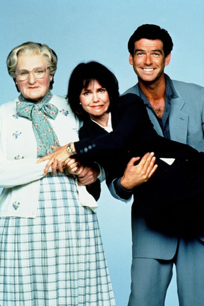 羅賓威廉斯、莎莉菲爾德與皮爾斯布洛斯南在「窈窕奶爸」形成微妙的三角關係。圖/摘自...