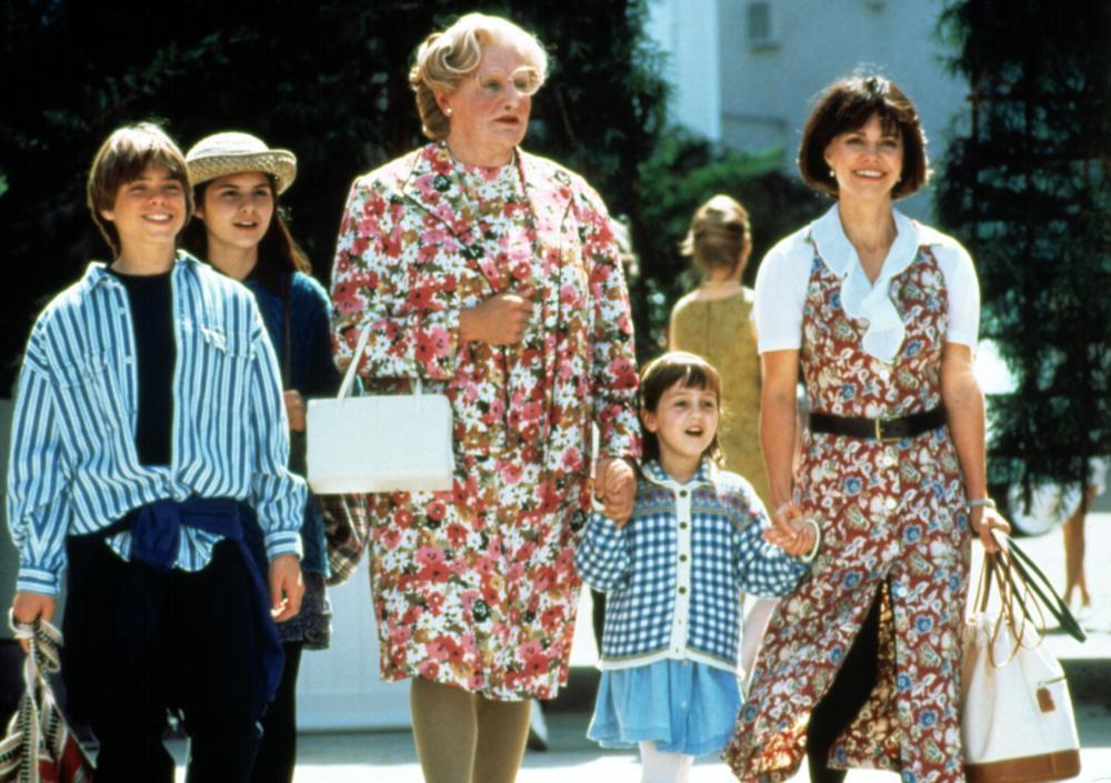 羅賓威廉斯和莎莉菲爾德、小童星們合作「窈窕奶爸」,至今仍令影迷難忘。圖/摘自Ci...
