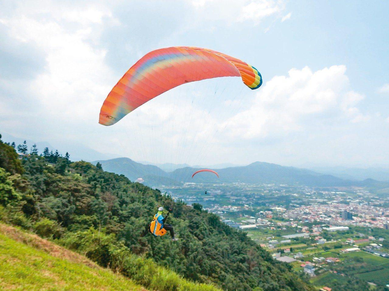 埔里虎頭山經常有飛行傘玩家造訪。圖╱聯合報系資料照片