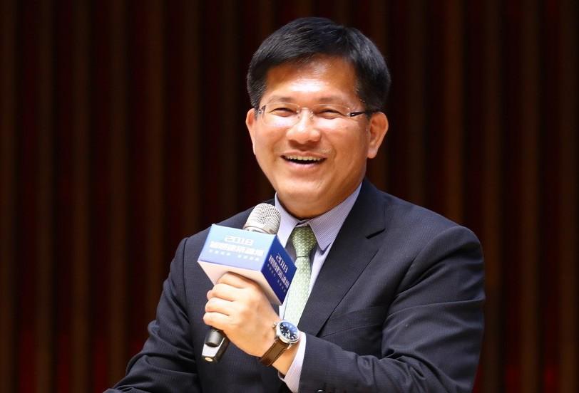 台中市長林佳龍今天主持動土典禮時表示,教育資源均衡發展,讓學生有良好學習環境,留...