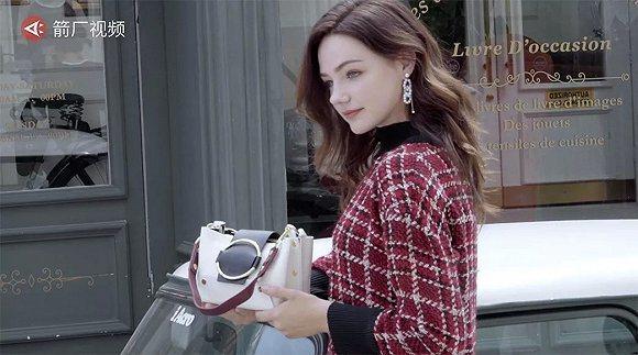 利用高二開學前的假期,波蘭女孩Natalia獨自搭機飛到杭州當電商模特兒。(箭廠...