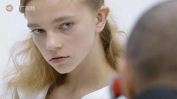 消費者偏好膚色白晰、金髮碧眼的美女,催生東歐模特兒的需求。(箭廠視頻)