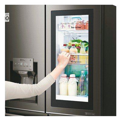 LG先前推出的智能廚房家電─InstaView門中門冰箱。 圖/各業者提供